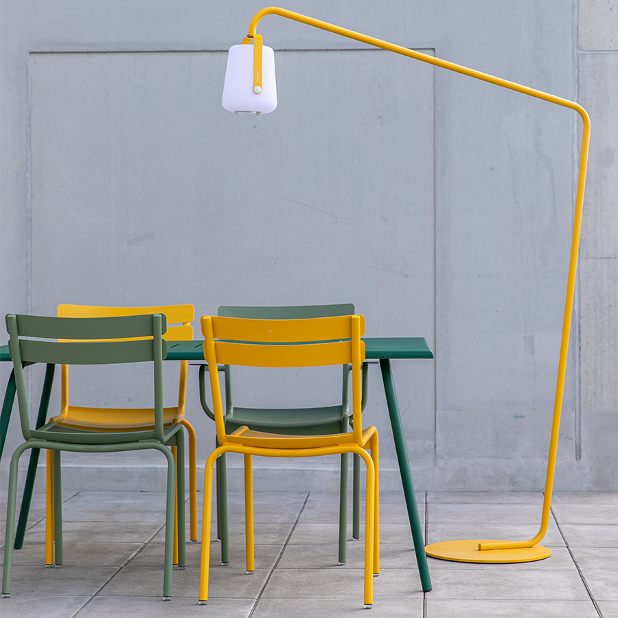 Mobilier outdoor chaise, table et luminaire